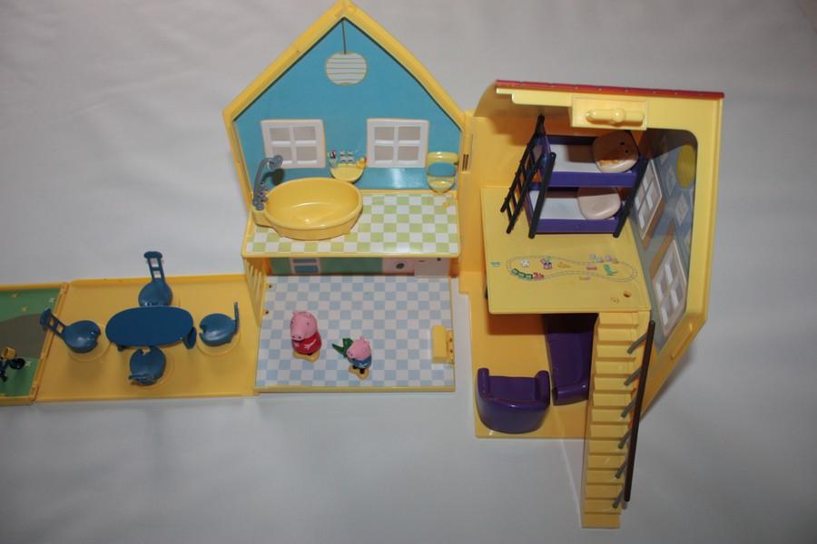 salle de classe avec 7 personnages peppa pig giochi preziosi d 39 occasion. Black Bedroom Furniture Sets. Home Design Ideas
