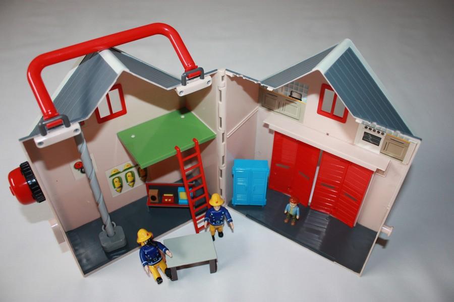 sam le pompier caserne de pompiers ouaps d 39 occasion. Black Bedroom Furniture Sets. Home Design Ideas